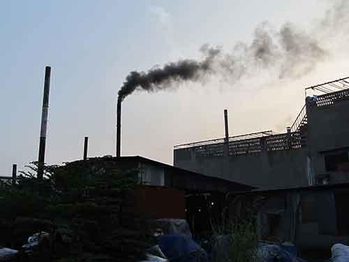 Dân khốn khổ sống trong điểm nóng ô nhiễm - 1