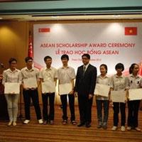 9 học sinh VN nhận học bổng ASEAN 2012