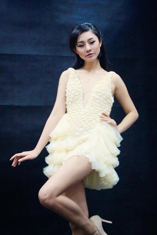 Trà My mặc váy làm từ bao cao su - 6