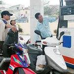 Thị trường - Tiêu dùng - Vì sao chưa thể điều chỉnh giá xăng dầu?