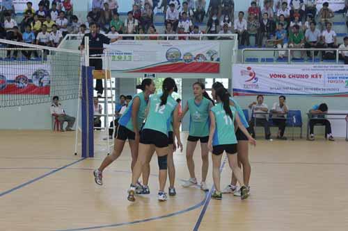 Kịch tính tứ kết bóng chuyền sinh viên toàn quốc 2012 - 1