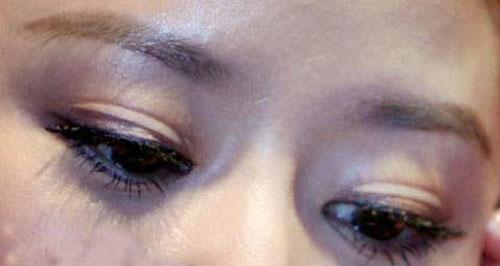 Học cách dán mí mắt của Lâm Tâm Như - 2
