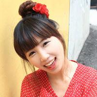 Xinh tươi xuống phố với tóc búi kiểu Hàn