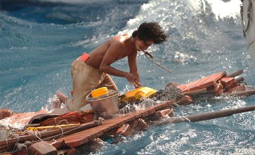 Phim cậu bé sống với hổ trên biển đến VN - 3
