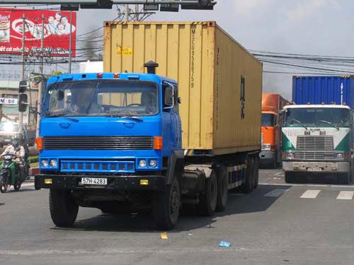 Xe máy, ôtô phải nộp phí sử dụng đường bộ từ 1/1/2013 - 1