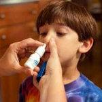 Sức khỏe đời sống - Trẻ có thể ngộ độc vì thuốc nhỏ mắt, nhỏ mũi