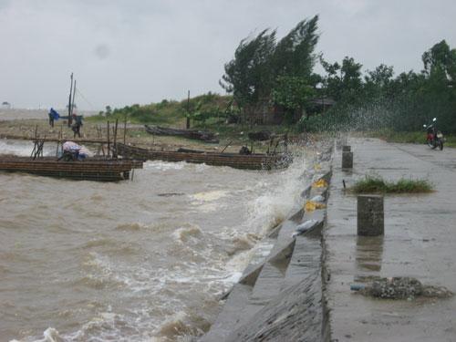 Siêu bão Sơn Tinh tàn phá miền Bắc - 3