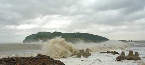 Siêu bão Sơn Tinh tàn phá miền Bắc - 5