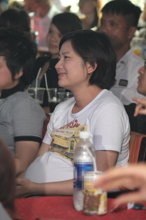 Bà bầu Thúy Vinh nhiệt tình ủng hộ WanBi - 2