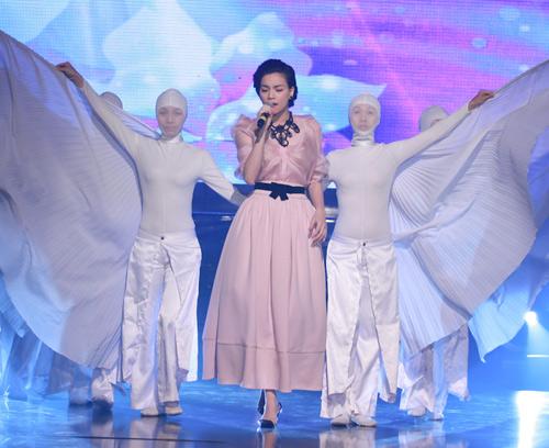 Hà Hồ, Lệ Quyên hút hồn khán giả - 6