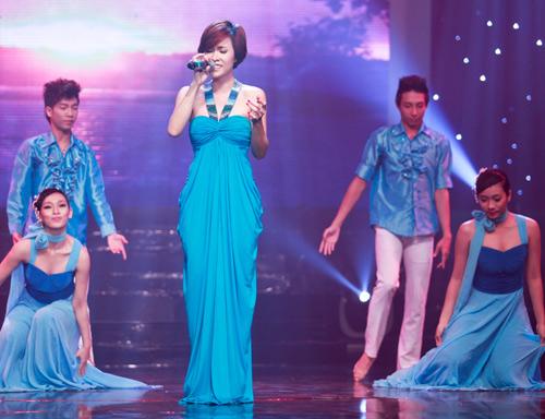 Hà Hồ, Lệ Quyên hút hồn khán giả - 11