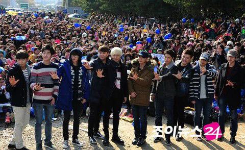 Trưởng nhóm Super Junior nhập ngũ - 5