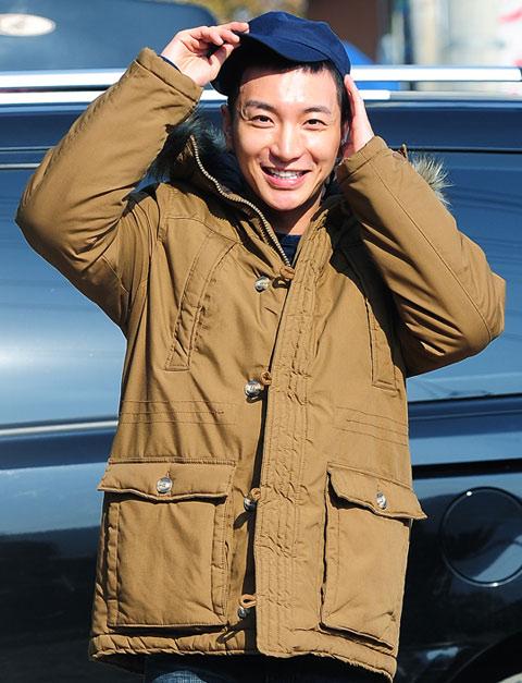 Trưởng nhóm Super Junior nhập ngũ - 3