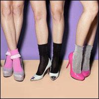 Đi giầy với tất theo xu hướng thời trang
