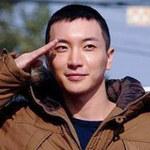 Ngôi sao điện ảnh - Trưởng nhóm Super Junior nhập ngũ