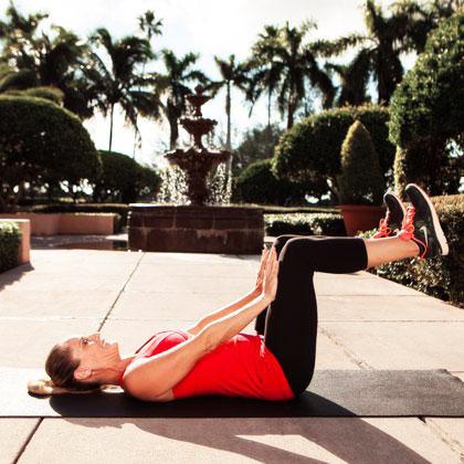 8 động tác làm tan chảy mỡ bụng - 1