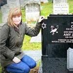 Phi thường - kỳ quặc - Người phụ nữ sống trong nghĩa địa