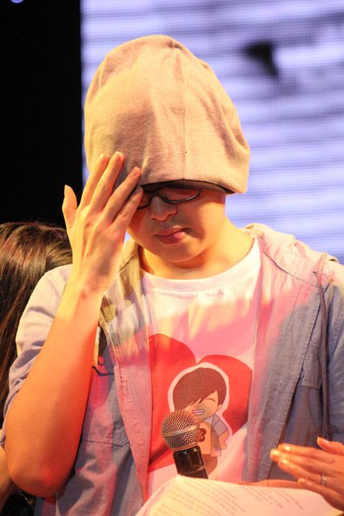 WanBi Tuấn Anh khóc trong vòng tay mẹ - 11