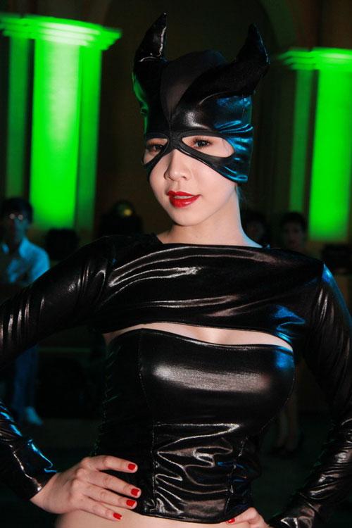 Ngọc Bích đọ sexy với Kim Kardashian - 2