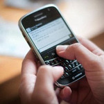"""Sức khỏe đời sống - Teen dùng điện thoại dễ """"quan hệ"""" sớm"""