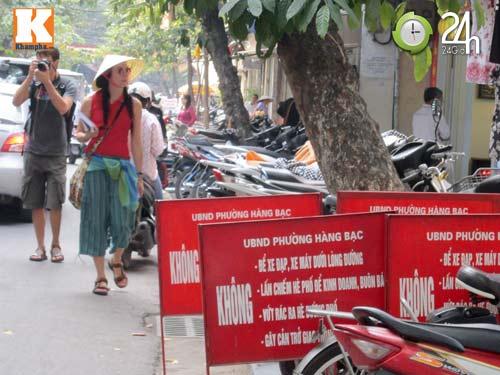 Hà Nội lại nở rộ bãi giữ xe tự phát - 2