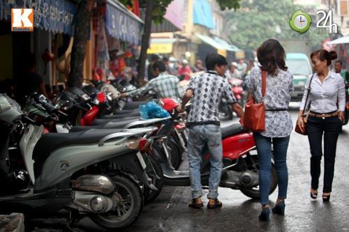Hà Nội lại nở rộ bãi giữ xe tự phát - 4