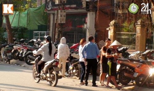 Hà Nội lại nở rộ bãi giữ xe tự phát - 12