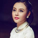 Thời trang - Julia Hồ lấy lại hình ảnh bằng áo dài