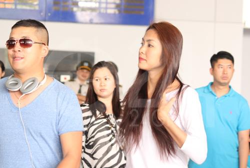 Hà Tăng cùng chồng về nước - 2
