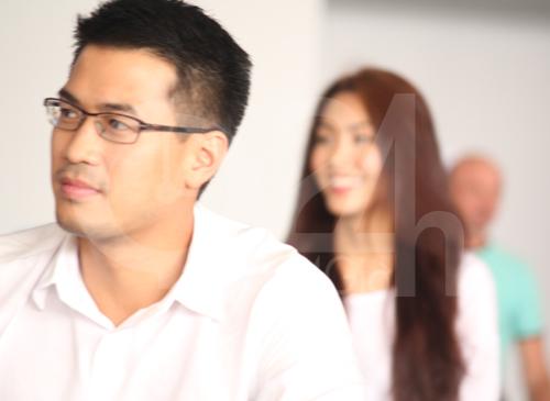 Hà Tăng cùng chồng về nước - 13