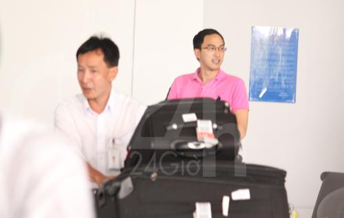 Hà Tăng cùng chồng về nước - 5