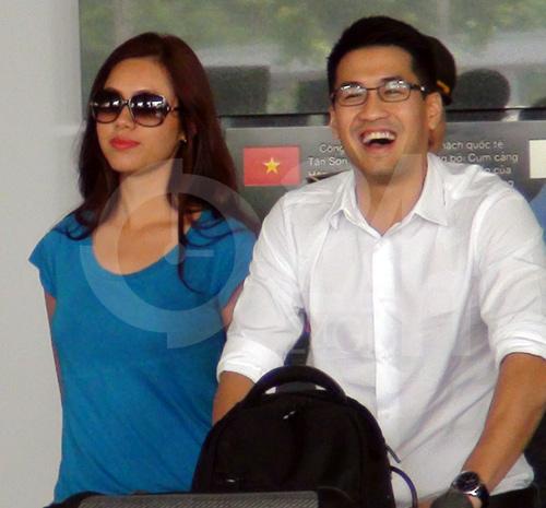 Hà Tăng cùng chồng về nước - 15