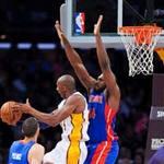 Thể thao - NBA: Cú lên rổ cực dị của Kobe Bryant