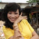 Phim - Phương Thanh đeo vàng giả đầy người