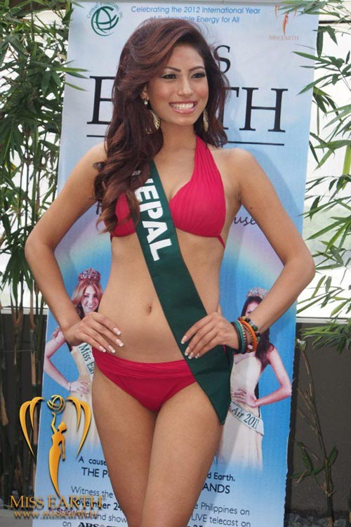 Hoang Anh lo dang quottron triaquot voi bikini