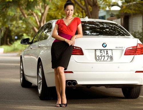 Á hậu Kim Chi khoe BMW 520i bạc tỷ - 4