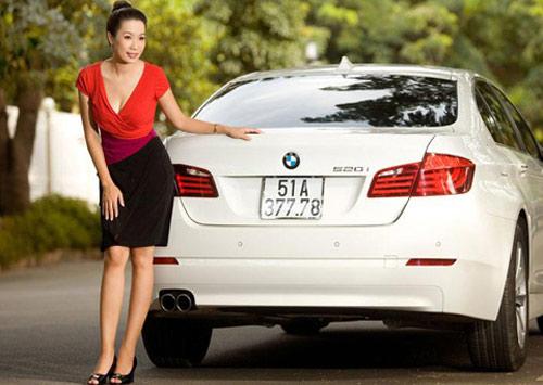 Á hậu Kim Chi khoe BMW 520i bạc tỷ - 6