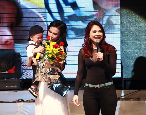 """Thanh Thảo khoe """"con"""" trên sân khấu - 3"""