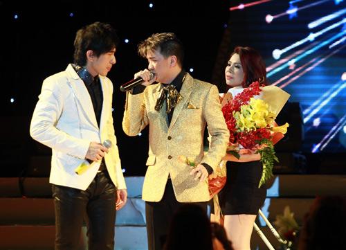 """Thanh Thảo khoe """"con"""" trên sân khấu - 7"""