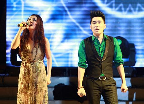 """Thanh Thảo khoe """"con"""" trên sân khấu - 12"""