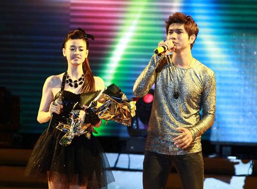 """Thanh Thảo khoe """"con"""" trên sân khấu - 11"""