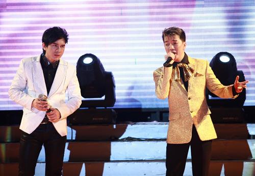 """Thanh Thảo khoe """"con"""" trên sân khấu - 8"""
