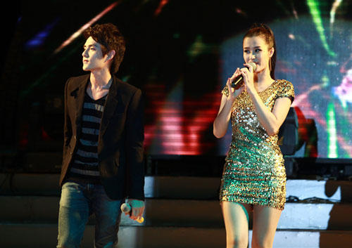 """Thanh Thảo khoe """"con"""" trên sân khấu - 18"""