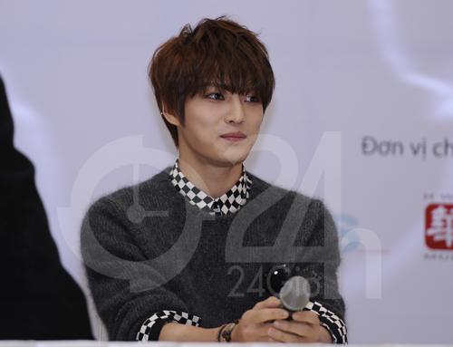 Jae Joong: Tôi còn quá nhỏ để yêu - 4