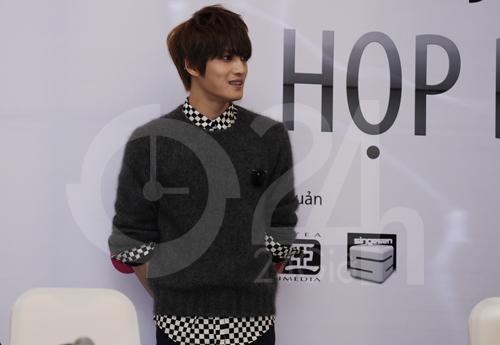 Jae Joong: Tôi còn quá nhỏ để yêu - 7