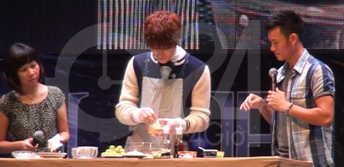 Jae Joong tự làm cơm cuộn mời fan Việt - 2