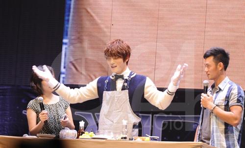 Jae Joong tự làm cơm cuộn mời fan Việt - 5