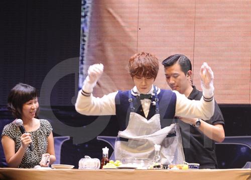 Jae Joong tự làm cơm cuộn mời fan Việt - 4