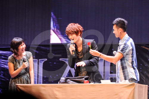 Jae Joong tự làm cơm cuộn mời fan Việt - 11