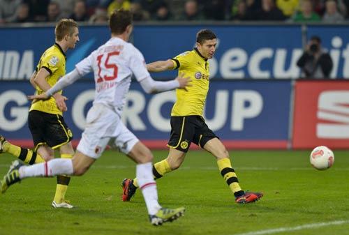"""Augsburg - Dortmund: Chủ """"đãi"""" khách - 1"""